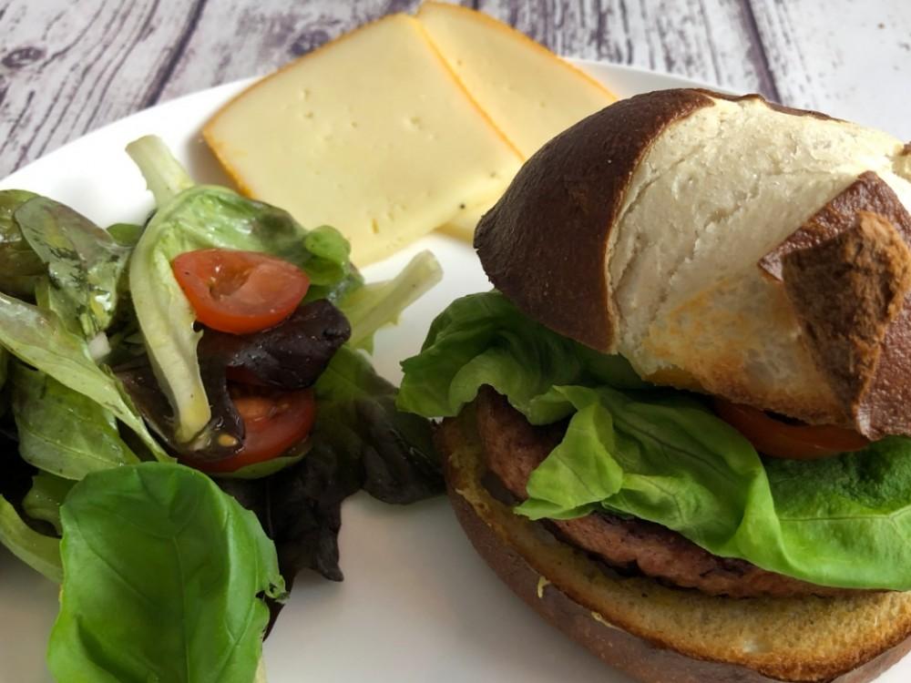 Burger Beyond Meat au curry et à la raclette fumée
